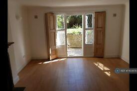 2 bedroom flat in Camden Road, London, N7 (2 bed) (#1103678)