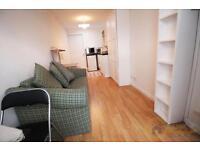 Studio flat in Ellesmere Road, Dollis Hill
