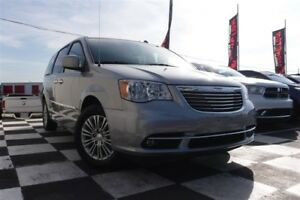 2016 Chrysler Town & Country Touring-L | Backup Camera | Heated