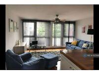 2 bedroom flat in Bartholomew Court, London, EC1V (2 bed) (#1027846)