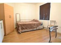 Studio flat in Staines Road, Hounslow