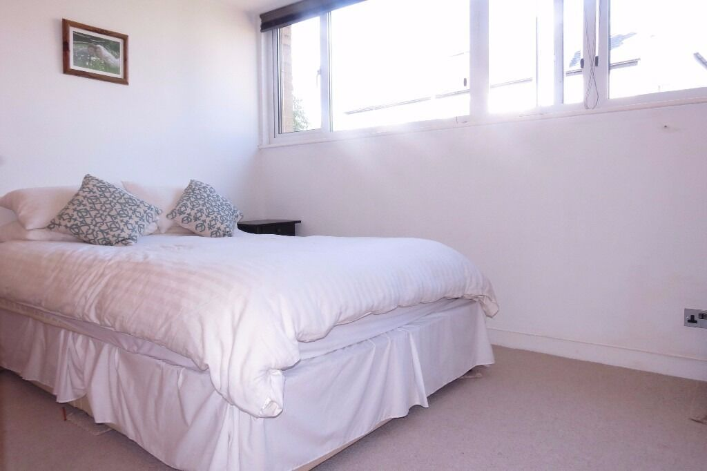 2 Bed Flat in Westleigh Avenue, Putney, London, SW15!!Close to Tube station!!