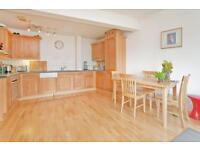 3 bedroom flat in Grafton Yard, Kentish Town NW5