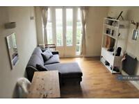 1 bedroom flat in Fairfield Road, London, E3 (1 bed)