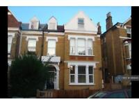 2 bedroom flat in Montrell Road, London , SW2 (2 bed)
