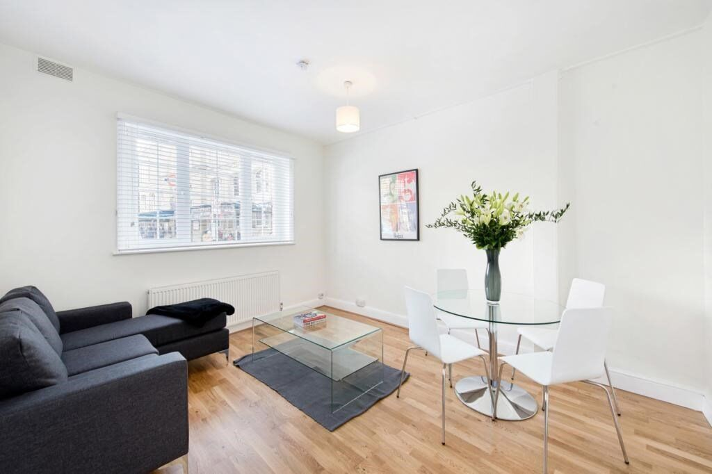 A well presented two bedroom flat, set within a beautiful mansion block, Ranelagh Gardens SW6