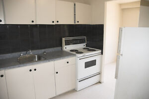 BRAMPTON Large  3 bed townhouses with basement Apr 01/17