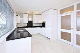 2 bedroom flat in Mayflower Lodge, Regents Park Road, N3