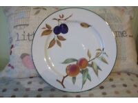 """6 x Royal Worcester """"Evesham Vale"""" 10"""" dinner plates. brand new and un-used"""
