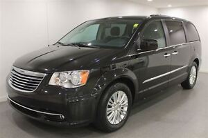 2015 Chrysler Town & Country Limited Auto 7 Pass Low Kms  Fully