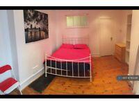 1 bedroom in Scott Ellis Gardens, London, NW8 (#1102291)