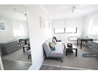 Studio flat in Turner Road, Queensbury, HA8