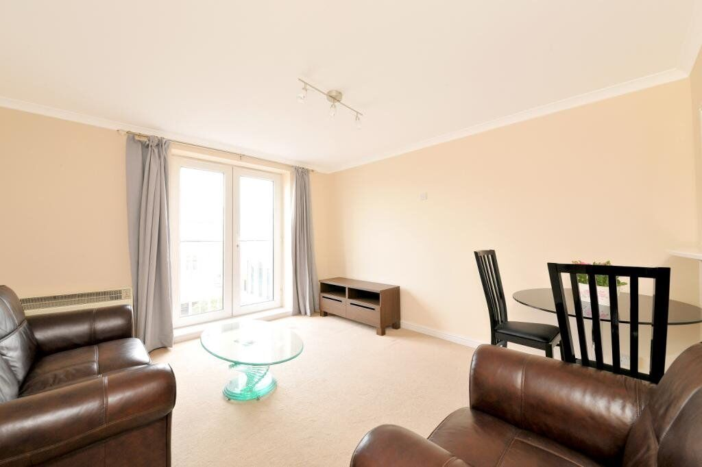 ***GREAT VALUE 1 BED APARTMENT - ISLE OF DOGS E14 - AVAILABLE 2ND MARCH - £1200 PER MONTH***