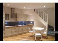 1 bedroom flat in Parkholme Road, London, E8 (1 bed)