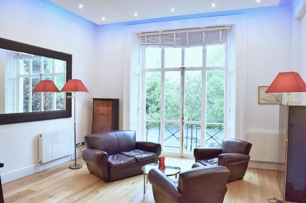 1 bedroom flat in Hamilton Terrace, London NW8
