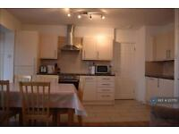 5 bedroom flat in London, London, NW1 (5 bed)