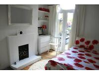Double ground floor room- Brockley 5mins from station in large victorian house- fully furnished
