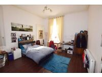 Beautiful double room available for rent in excellent West End location (G12)