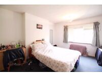 **Perfect SHARERS flat: 3 DOUBLE BEDROOM plus separate living room in Crouch End on The Broadway!!*