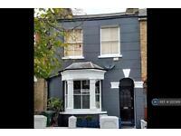 3 bedroom house in Havant Road, London, E17 (3 bed)