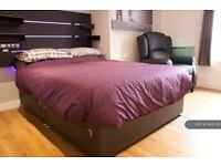 1 bedroom in Derby Road, Salford, M5 (#862076)