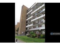 2 bedroom flat in Holmewood Gardens, London, SW2 (2 bed)