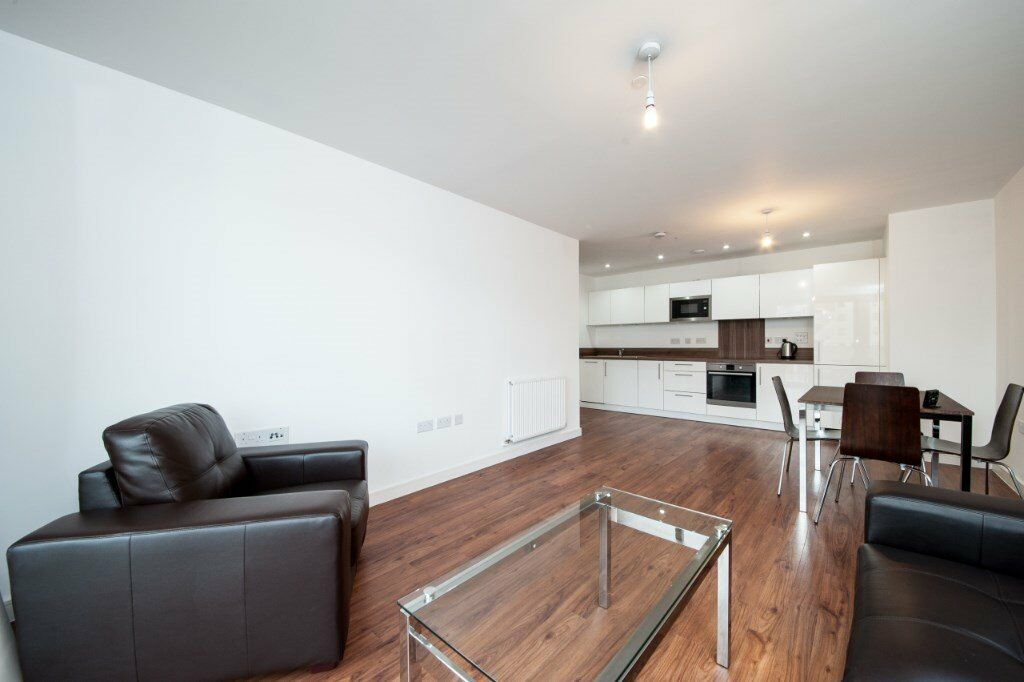 FULLY FURNISHED MODERN APARTMENT WITH BALCONY IN WATERSIDE HEIGHTS/ ROYAL DOCKS E16 PONTOON DOCK DLR
