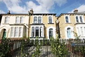 2 bedroom flat in Evering Road, London, E5 (2 bed) (#800497)