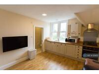 1 bedroom flat in Farnham Road, Guildford, GU2 (1 bed)