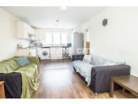 3 bedroom flat in Ambassador Square, Canary Wharf