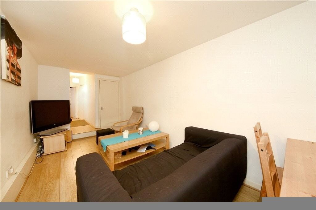 ** Amazing deal - 3 BED - BRIXTON - 460 P/W - AV 22/JAN - OUTSIDE SPACE **