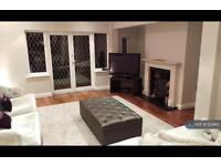 5 bedroom house in Parkgate Avenue, Barnet, EN4 (5 bed)
