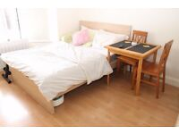 Large en-suite room available 20/11 close to Turnpike Lane underground