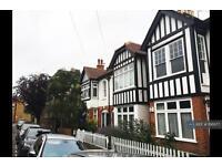 3 bedroom flat in Barnes, London, SW14 (3 bed)