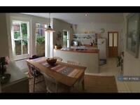 3 bedroom flat in Criffel Avenue, London, SW2 (3 bed)