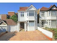 !!!FANTASTIC 5 BEDROOM HOUSE IN FINCHLEY WITH PRIVATE DRIVEWAY AND HUGE GARDEN !!!