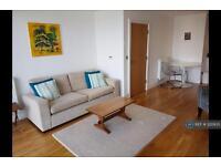 2 bedroom flat in Dowells Street, London, SE10 (2 bed)