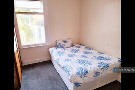 1 bedroom in Albert Road, London, SE25 (#1122742)