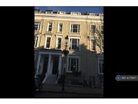 3 bedroom flat in Eardley Crescent, London, SW5 (3 bed)