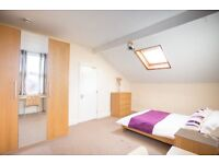 3 large double rooms available in sociable professional house-share - Bills included