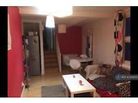 2 bedroom flat in Landor Road, London, SW9 (2 bed)