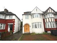 5 bedroom house in Great North Way, Hendon, NW4