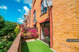 2 bedroom flat in Roding Mews, London, E1W (2 bed) (#1059565)