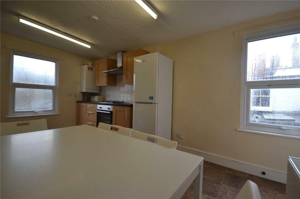 4 bedroom flat in Colney Hatch Lane, London,