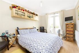 Lovely master bedroom (en-suite) for short term let (2 weeks) over Christmas, zone 1
