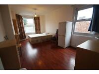 Studio flat in Warham Road, Haringey