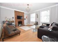 3 bedroom flat in High Road, Woodford