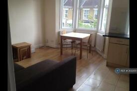 2 bedroom flat in Colwell Road, London, SE22 (2 bed)