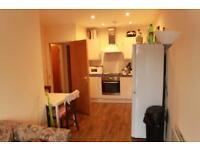 4 bedroom flat in Miskin Street, Cathays, CF24 4AP