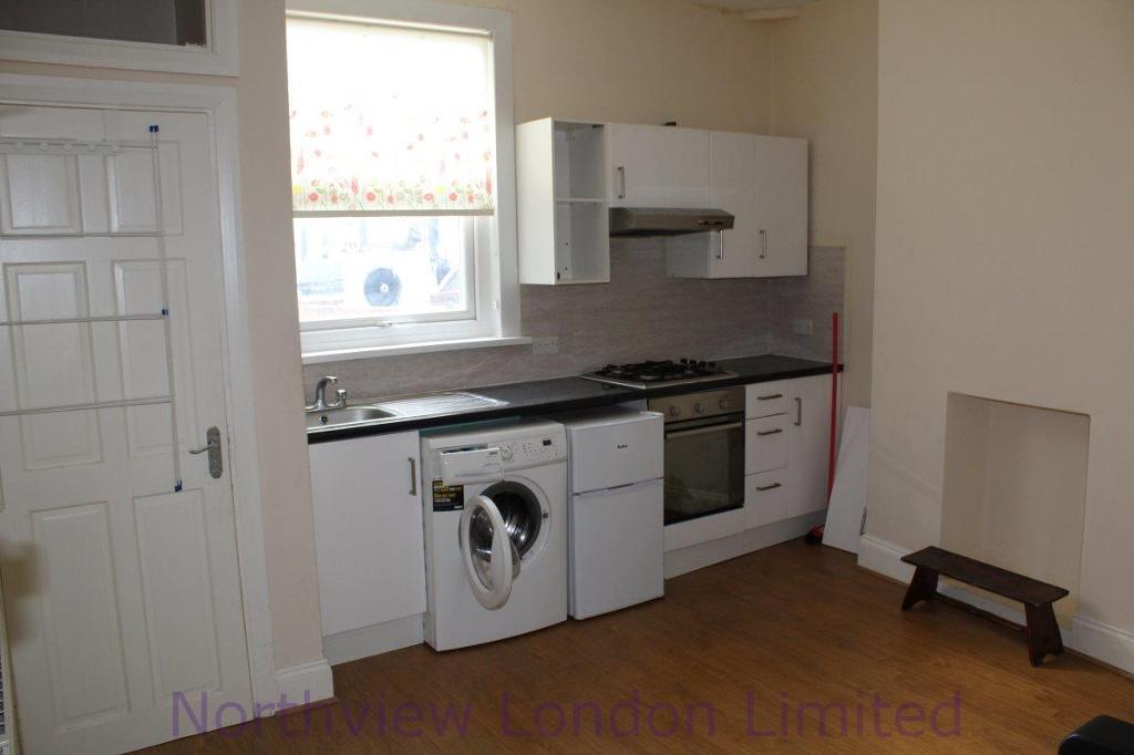 2 bedroom flat in Hornsey Road, Hornsey